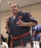 """Le maître américain George A. Dillman, fondateur de la DKI et """"père du Kyusho-Jitsu moderne"""""""
